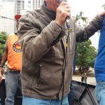 O vice-presidente do SINDIFÍCIOS, Francisco Machado, falou durante a passeata.